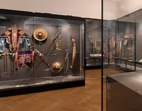 """""""Zwei Hofzwerge"""" aus dem Königtum Benin ist eines der Highlights im """"Weltmuseum Wien"""" (ein Zwerg im Bild)"""