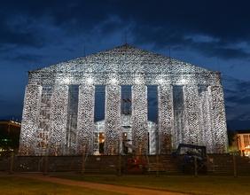 """""""The Parthenon of Books"""" der argentinischen Künstlerin Marta Minujin"""