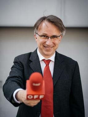 Peter Klien mit einem roten OFF-Mikro