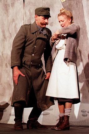 Stephan PARYLA-RAKY (Woditschka) und Erika MOTTL (Schröders Köchin)